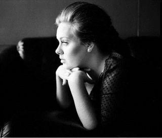 Adele - Set Fire To The Rain (Radio Date: 8 Aprile 2011)