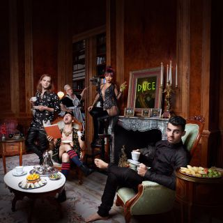 DNCE - Body Moves (Radio Date: 04-11-2016)
