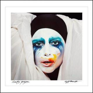 """Lady Gaga annuncia il nuovo singolo """"Applause"""". Disponibile in tutto il mondo dal 19 Agosto. Il brano è estratto dall'attesissimo album """"ARTPOP"""" in uscita il 12 novembre"""