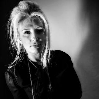 'La terra e il mare' è il nuovo singolo di Valeria Burzi